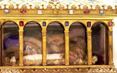 A Roma, il manto di Giuseppe e il velo di Maria